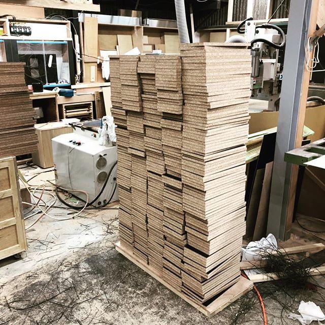 今日のREKENT!オーダーいただいているボックス152個の材料をカットしました。これからNCルーターでダボ穴を開けていきます。黙々と同じ作業、結構好きな方です!笑・・#rekent #オーダー家具 #リフォーム #リノベーション #店舗デザイン #設計 #家具工房 #オリジナル家具 #インテリア #内装 #デザイン #インテリア雑貨 #orderfurniture #woodwork #woodworkfactory #woodworker #カラーボックス #オーダー家具製作 #オーダーメイド #黙々と作業 #工場散らかってます #家具好き #家具職人 #ダボ #ncルーター #大活躍