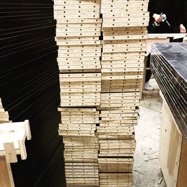 今日のREKENT!ひたすら、黙々と、穴あけ穴あけ穴あけの一日!・・#rekent #オーダー家具 #リフォーム #リノベーション #店舗デザイン #設計 #家具工房 #オリジナル家具 #インテリア #内装 #デザイン #インテリア雑貨 #orderfurniture #woodwork #woodworkfactory #woodworker #家具好き #ダボ #カラーボックス #家具製作 #家具職人 #NCルーター #黙々と作業 #ダボ穴 #オーダー家具製作