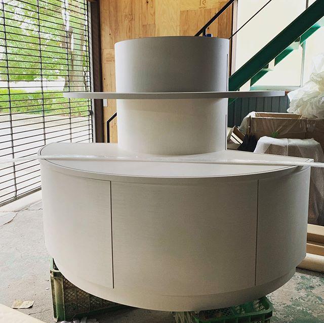 今日のREKENT!円形の柱にぴったりはまる、円形家具を作りました!NCルーター大活躍です。レーザーでアクリル板を加工して、取り付けたら納品です。工場内は製作中のオーダー家具が溢れています!年内フル稼働で2019年やりきりたいと思います!!気合いだーーー!・・#rekent #woodwork #家具屋 #家具デザイン #店舗家具 #店舗設計 #店舗内装 #店舗内装デザイン #家具工房 #オリジナル家具  #インテリア  #デザイン #インテリア雑貨 #アウトドア  #キャンプギア #アウトドア用品 #木工作品 #木工家具 #ncルーター #円形家具 #アクリル加工 #オーダー家具製作