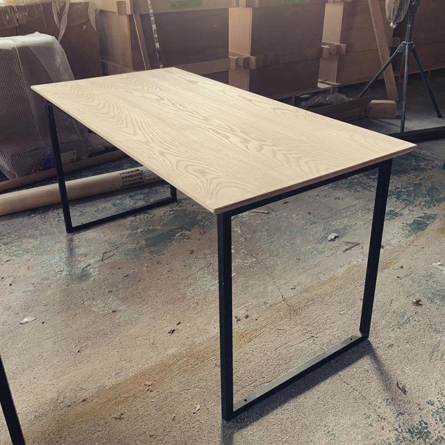 今日のREKENT!先日から製作を進めていた、タモの無垢のオーダーダイニングテーブルの天板が仕上がりました!木目やコーナーの角度、脚の太さと天板とのバランスを打ち合わせしながら、作り上げていきます。通常のダイニングテーブルよりも横幅をスリムにして、ご自宅のダイニングの間取りに合うようなサイズ感で仕上げていきます。これから塗装作業です!・・ ・#theframewoodwork #theframe  #rekent #woodwork #家具屋 #家具デザイン #店舗家具 #店舗設計 #家具工房 #オリジナル家具  #インテリア  #デザイン #インテリア雑貨 #アウトドア  #キャンプギア #アウトドア用品 #木工作品 #木工家具 #木工作家 #木製雑貨 #フォトアイテム #オーダー家具 #オーダーダイニングテーブル #オーダー家具製作 #アイアンテーブル脚 #無垢テーブル #テーブル製作 #ダイニングテーブル #無垢ダイニングテーブルオーダー